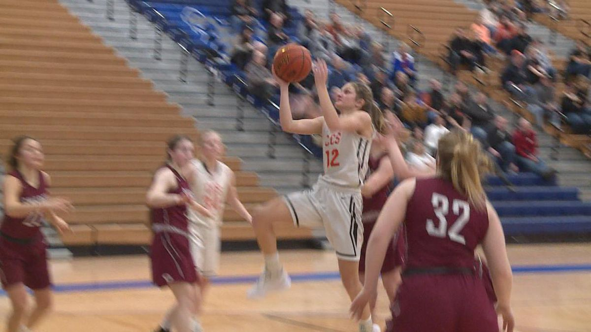 Mallie McNair drives to the basket for the layup on Thursday night.<br />(Credit:Sam Pirozzi/KNOP-TV)