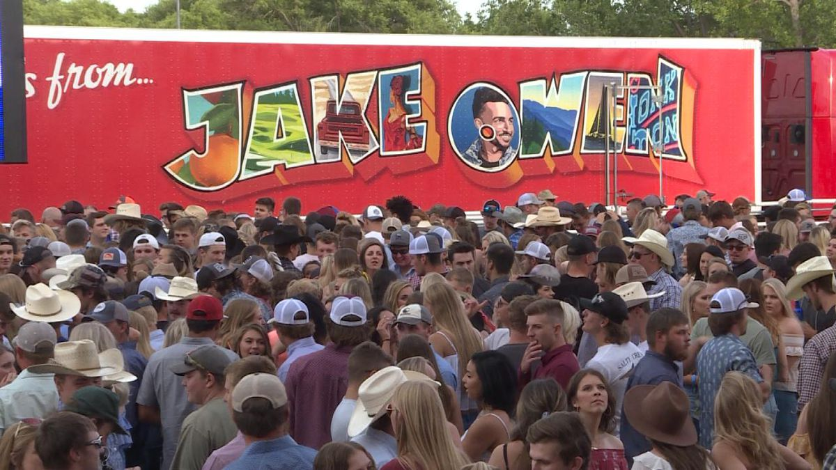 Concert goers enjoy the Jake Owen concert Friday night at the Wild West Arena (Source: Holly/Jace Barraclough, KNOP TV)