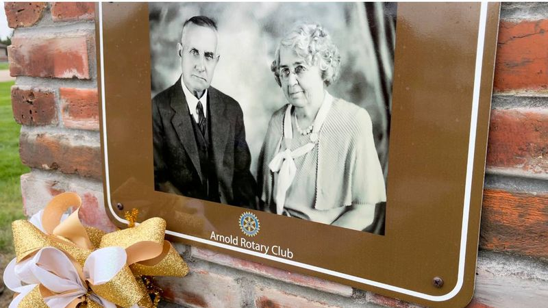 R.E. and L.L. Allen, founders of Arnold. The Arnold Park is named after them. A ceremony was...