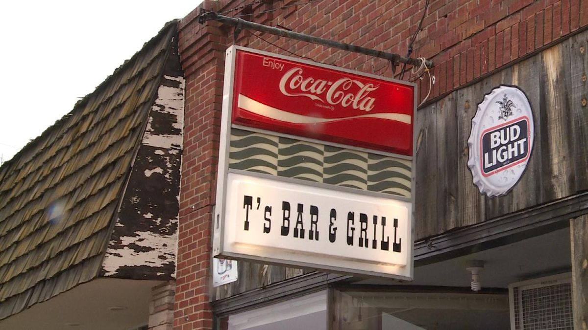 T's Bar and Grill continues to operate under normal hours. <br />(Credit: Sam Pirozzi/KNOP-TV)