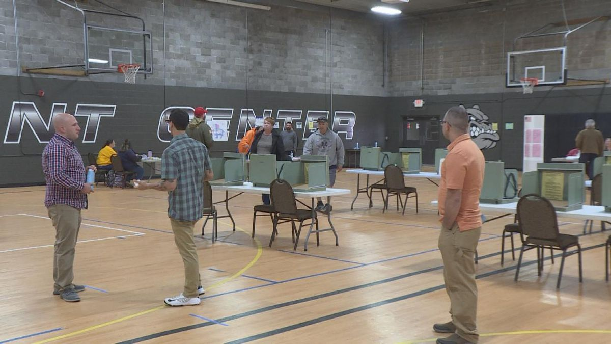 Voters fill the D & N Event Center as they go to vote in the Primary Election. (SOURCE: Kaylie Crowe KNOP-TV)