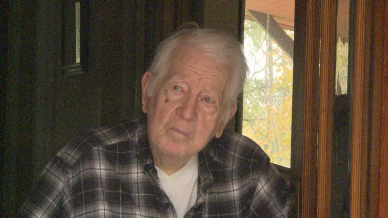 98 year-old Edward Whitmore was awarded a Quilt of Valor.