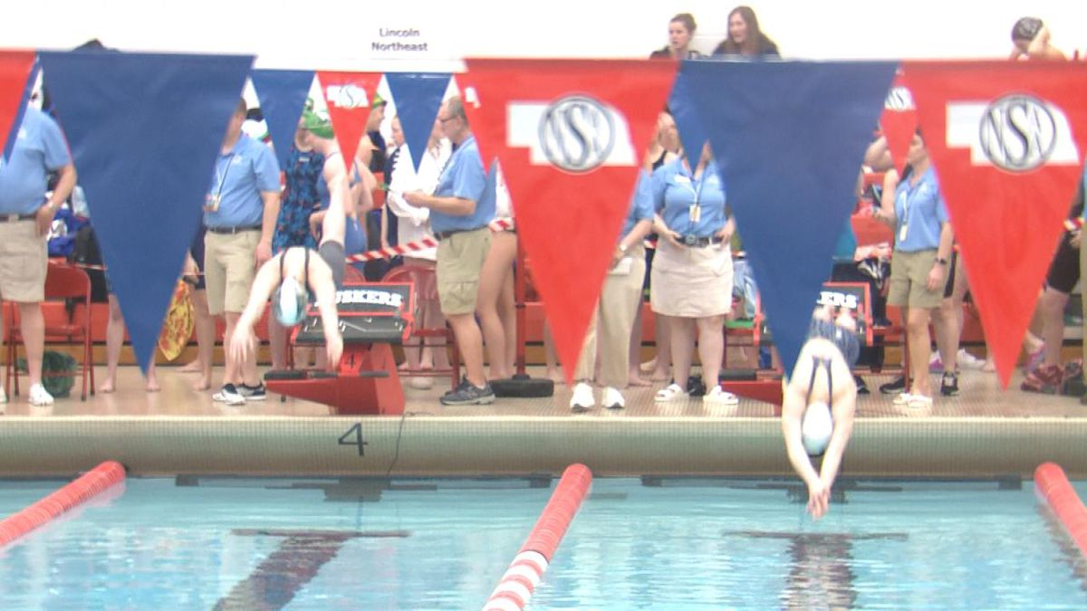 Divers at the start of their event. (Credit:KOLN-TV)