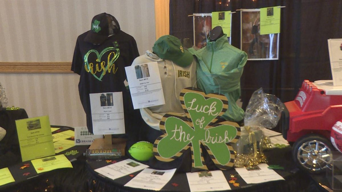 Participants were able to bid on various items in a silent auction at the G.R.E.E.N. Fundraising Event. (SOURCE: Jace Barraclough/KNOP)