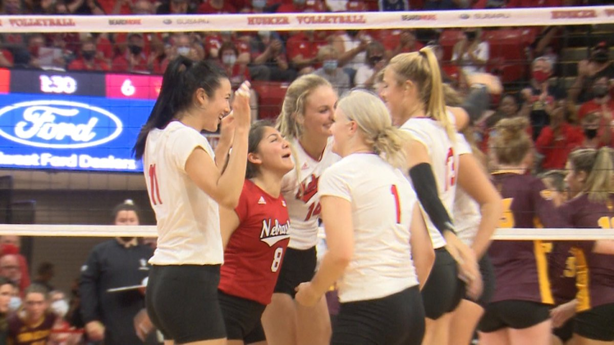 Husker volleyball moves to 6-0