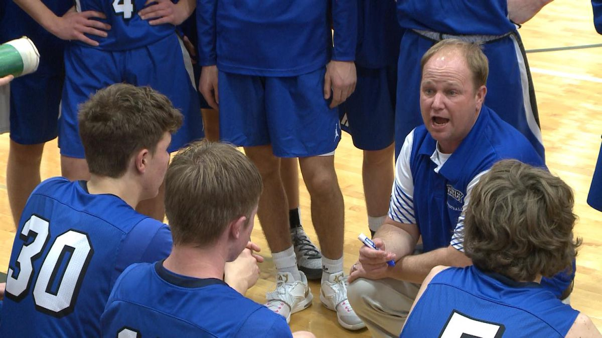 Hershey head coach Dustin Jorgenson addresses his team during a timeout in Tuesday's 53-47 win at Sutherland. (Credit: Patrick Johnstone/KNOP-TV)