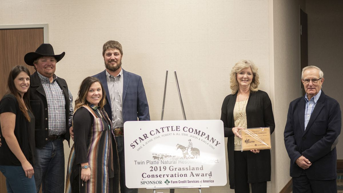 Several members of the Star family and company operation accepted the 2019 Grasslands Conservation Award. (Source: Sydney Norris, Twin Platte Natural Resources District)