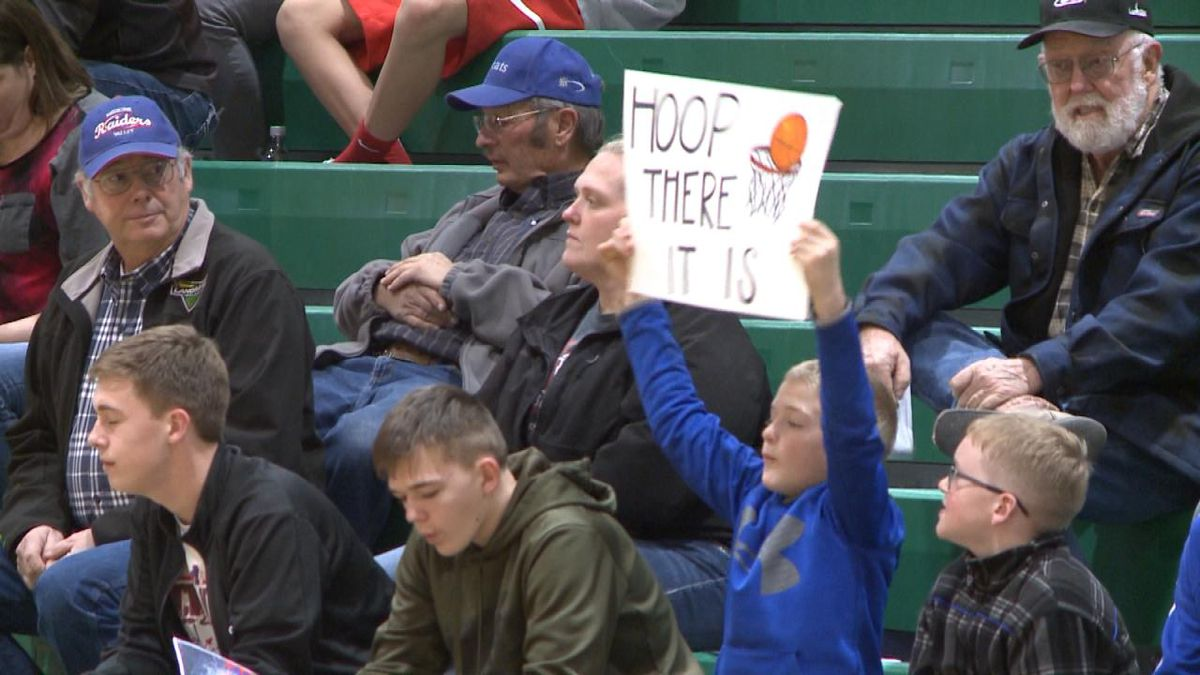 A young Medicine Valley fan holds up a sign during the Raiders' sub-district game against Paxton. The Raiders defeated the Tigers 33-30. (Credit: Patrick Johnstone/KNOP-TV)