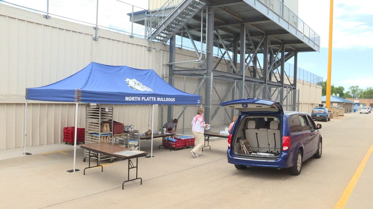Parents pick up meals on Monday morning at North Platte High School.<br />(Credit:Sam Pirozzi/KNOP-TV)