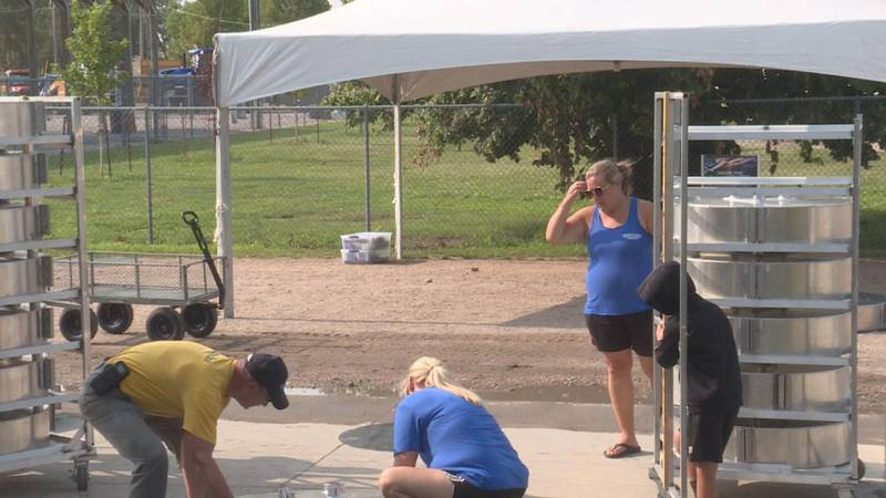 Volunteers at work for the Lincoln County Fair