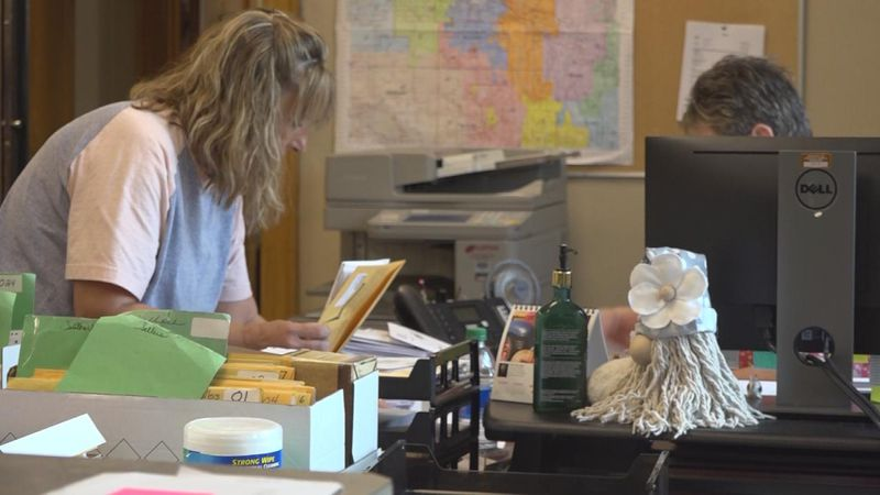 Early in-person absentee voting got underway at the Lincoln County Election Commissioner's...